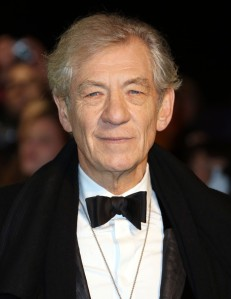 ian-mckellen-uk-premiere-the-hobbit-an-unexpected-journey-01